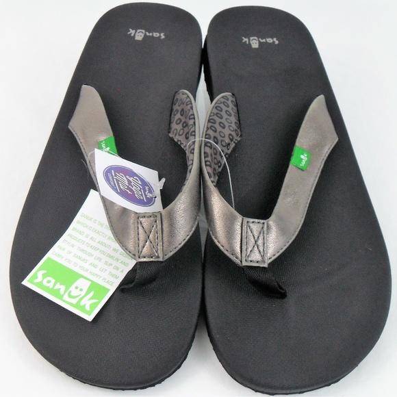 6062e9503baa Sanuk Women s Flip Flop 9 Black Sliver Yoga Mat